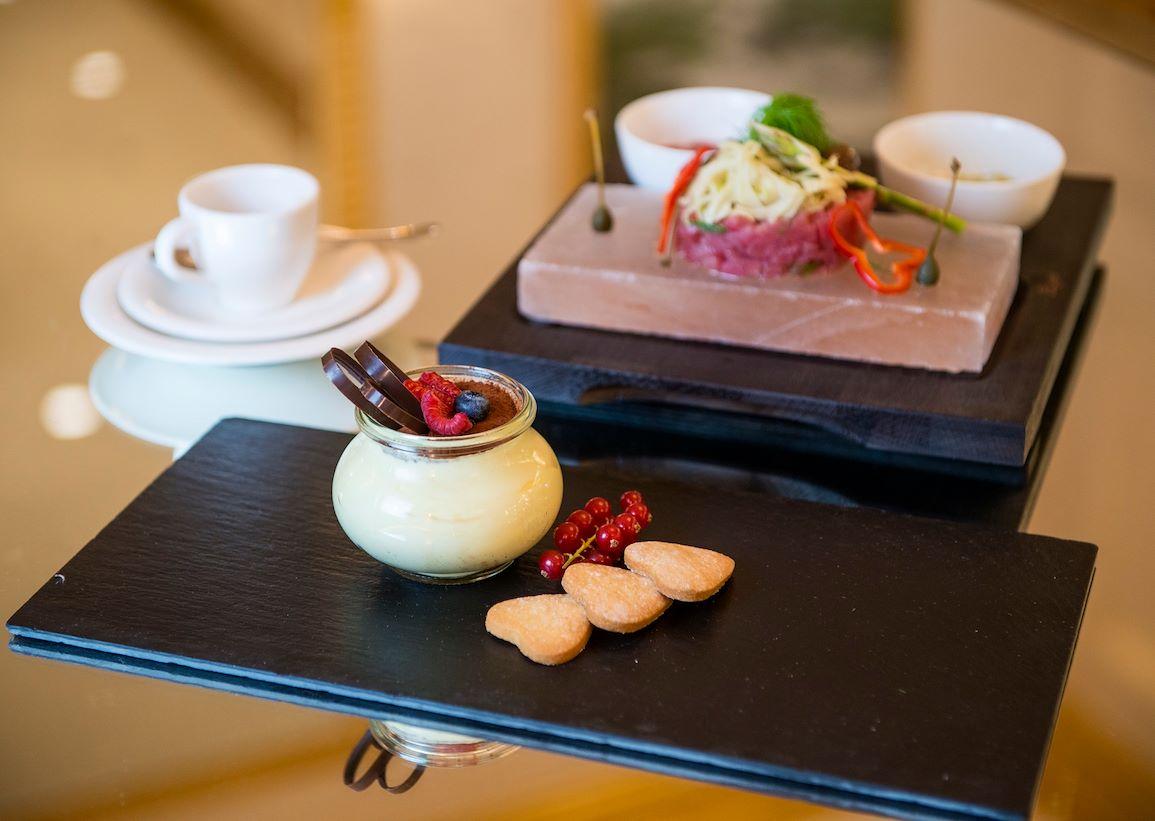 Restaurant & Café Doney Festive